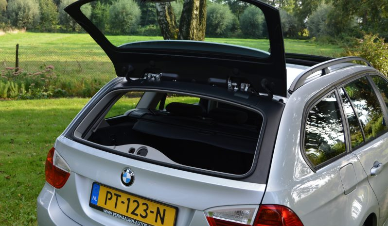 """BMW 318i Touring   Panorama   Airco   PDC   Stoelverwarming   16"""" LM. full"""